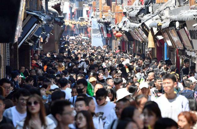中国旅游经济蓝皮书 预计2020全年减收1.18万亿元