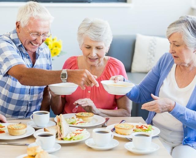 老年人应当少吃这几类食物 多吃这几类食物能够保证健康