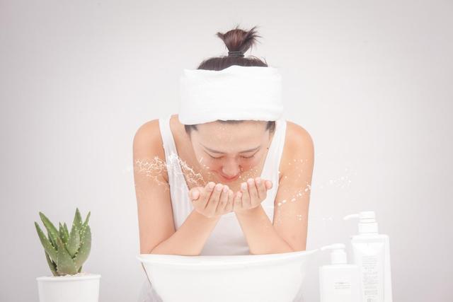 秋冬季节皮肤紧绷缺水 这些小方法帮助你补水滋润