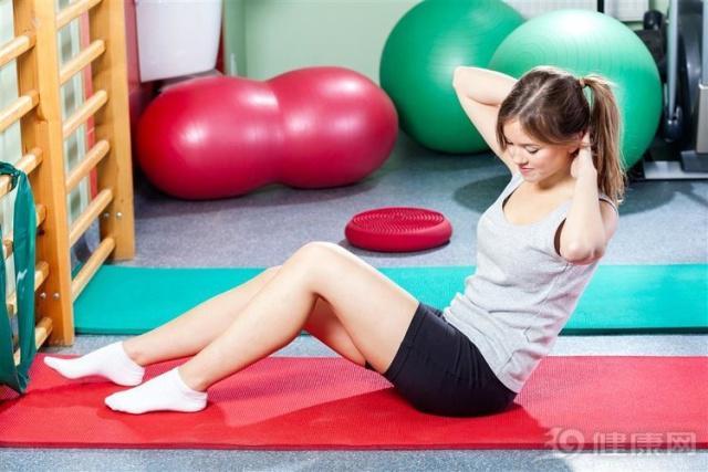 适合睡前做的简单运动减肥 快速燃脂简单高效