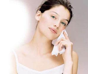 保证女孩子的美美的脸 口罩应选取正规的材料好的 注意补水保湿