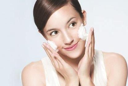 皮肤保养的基本步骤,轻松让你焕发容颜
