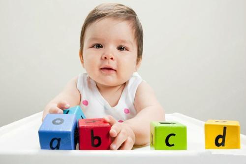 一个月大的宝宝早教怎么做?试试这几个亲子游戏