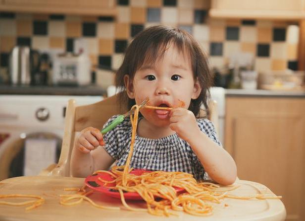 """吃完饭后可以吃零食!这种""""奖励""""可是会阻碍孩子的进步!"""