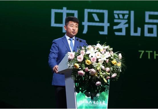 中丹技�g合作7周年 蒙牛�l布奶�I振�d136工程