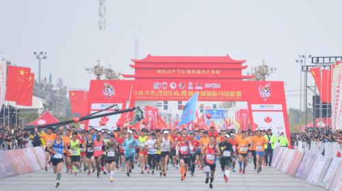 珍珠集团2019凤阳明中都国际马拉松赛鸣枪开跑