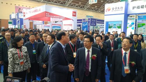 蒙牛亮相农博会签署战略合作协议  推动奶业全产业链升级