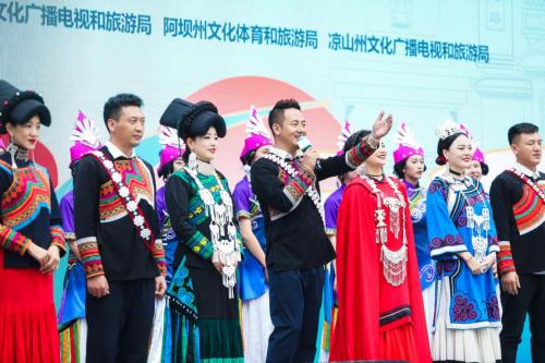 四川三州旅游推介活动在蓉举办,五彩凉山引人注目