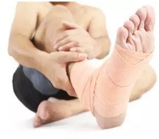扭伤脚肿了怎么消肿