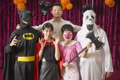万圣节亲子装扮 和孩子一起玩耍度过