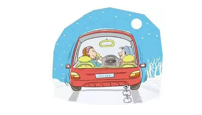 雪天路滑一定要保持适当的车距 雪天谨慎驾驶