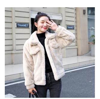 生动活泼也可休闲随性也可端庄优雅 冬季女性时尚搭配皮草大衣保暖又奢华