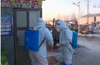 黑龙江一家5口确诊后当地封村 半夜敲门喊做核酸检测