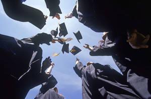 2020届毕业生的就业情况备受外界关注 毕业生十七八万的平均年薪令舆论一度沸腾