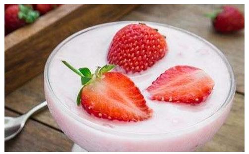 女性多吃草莓 美容护肤杀菌消炎皮肤细腻又光滑