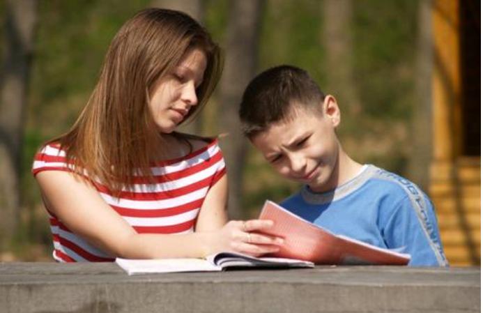 英语教育中的文化教育 文化教育是实现运用语言进行交际的关键