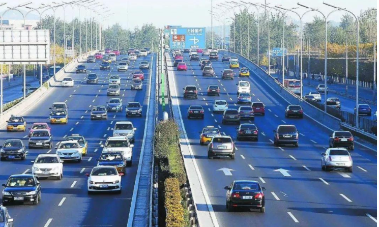 关于杭州新的限牌限行政策 意见的出台引发了大家的讨论