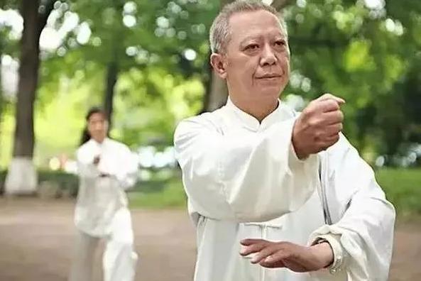 冬季老年人健康养生知识要点 强身健体延年益寿