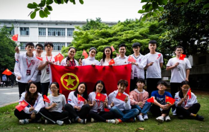 提升青年思想政治教育的文化价值 加强对青年的文化熏陶