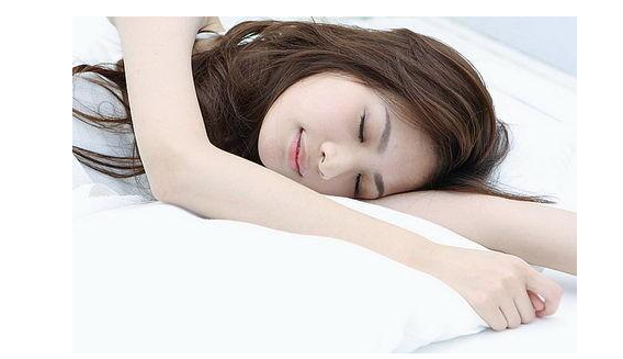 睡前做好护肤工作 美容护肤离不开好睡眠