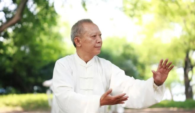 中老年人养生秘诀 一起了解这些健康养生小知识一起通向长寿
