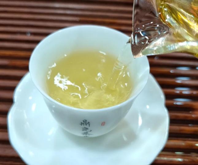 春天养生喝白茶有哪些好处 喝白茶消春火祛痰养肺