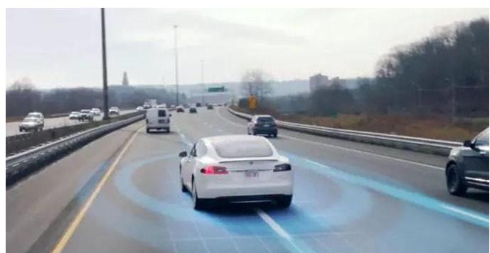 通过技术迭代渐进提升智能化程度 探索自动驾驶的伦理与责任问题