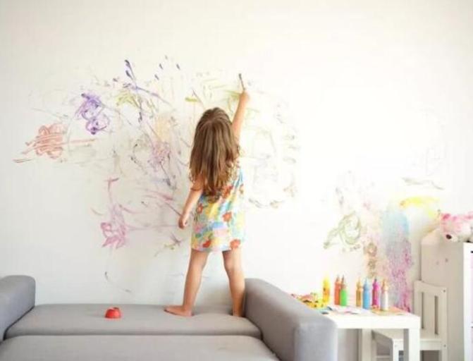 顺应孩子天性给与充分自由 把握好宝宝的涂鸦敏感期
