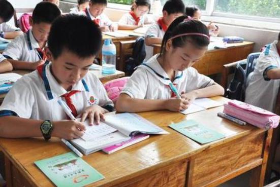 教育部要求对学生减负多地发布细则性规定 专家称减负仍需综合性改革