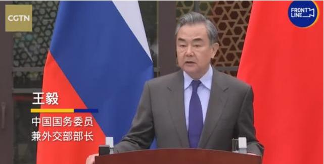 """王毅回应中国搞所谓""""疫苗外交"""":相比某些大国,中国选择兼济天下"""
