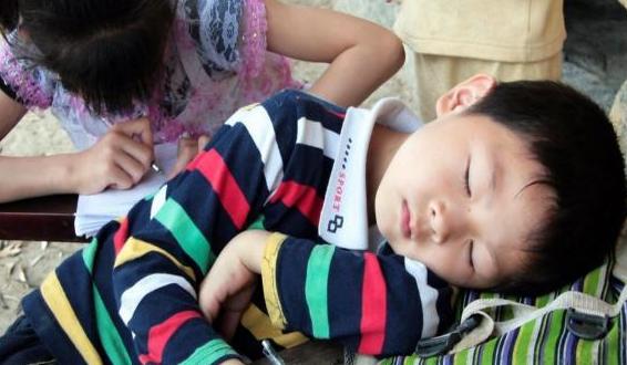 孩子上课睡觉怎么办?孩子上课睡觉被批评父母应该怎么做?