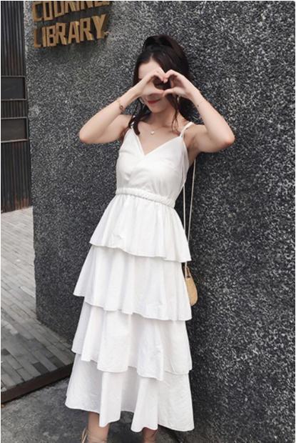 白色吊带裙里面怎么搭?2021春季最新白色吊带裙穿搭指南