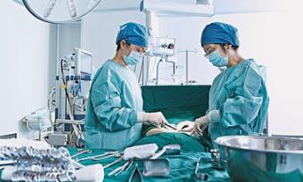 孕妇被推进手术室之后都经历了什么?宝宝在手术结束之前都会有哪些经历?