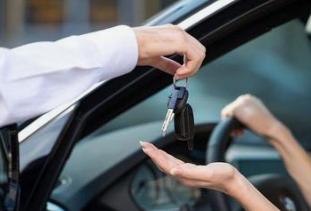 私家车借给他人需要承担法律责任吗?朋友借车怎么防范风险呢?