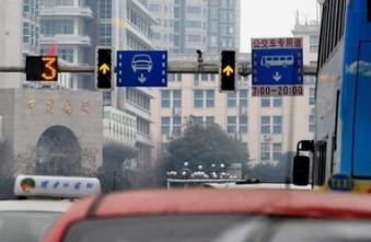 闯黄灯算违章吗?2021最新交通规则闯黄灯如何处罚?