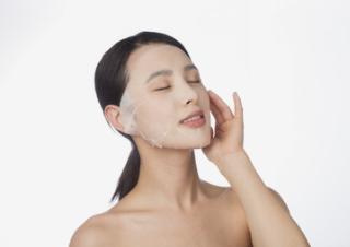炎热干燥的夏季不同的肤质如何保湿?以下这些不靠谱的补水方法你中招了吗?