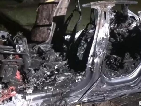 【特斯拉跑车撞车】美国特斯拉跑车撞车事件最新情况