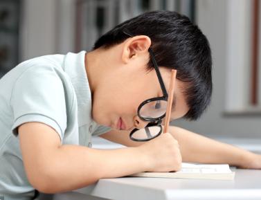 如何预防宝宝近视?宝宝视力下降要戴眼镜吗?