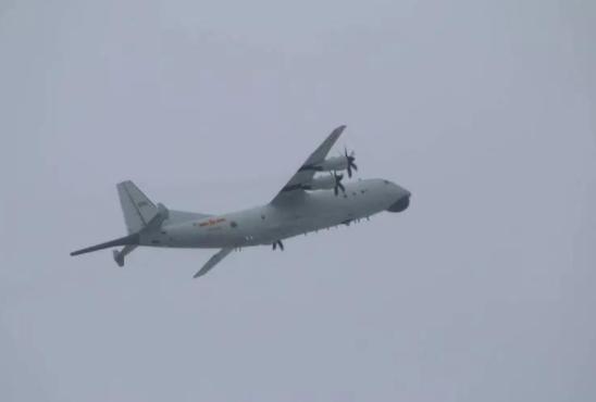 解放军一架运8反潜机飞入台湾 坚决捍卫国家主权安全和领土完整