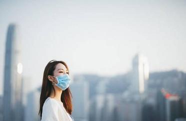 戴了口罩也得做好全脸防晒!防晒产品要均匀涂抹于暴露的每一寸肌肤