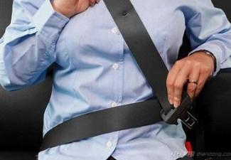开车坐车时系好安全带的重要性如何正确使用安全带?