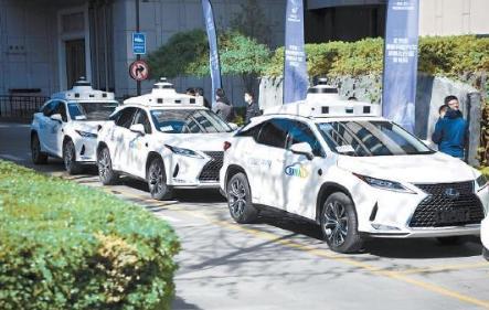 """无人驾驶""""出租车""""——小马智行Robotaxi服务车队,正在加速驶向商业运营"""