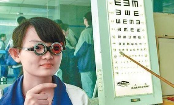 对视力有要求的专业有哪些 对视力又要求的专业汇总别再让近视阻挡孩子高考的专业选择