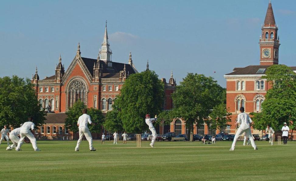 2022年英国留学如何择校?2022年英国留学择校该参考哪些方面?