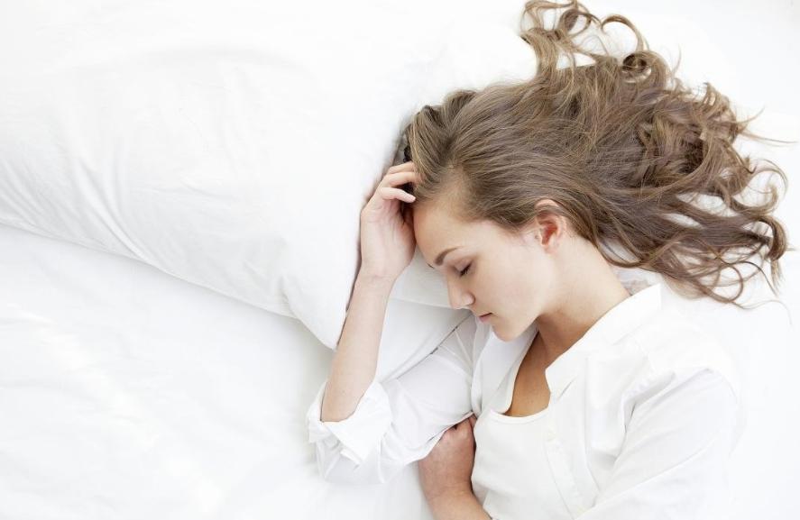 女人晚上睡觉容易出汗是什么原因?如何缓解女人女人晚上睡觉容易出汗?