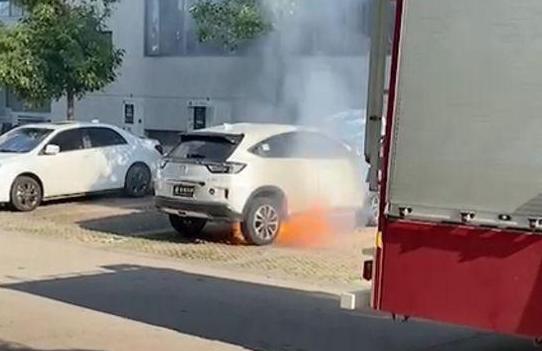 电动汽车碰撞测试成绩好就安全了吗 电动车碰撞电池起火问题依旧常见