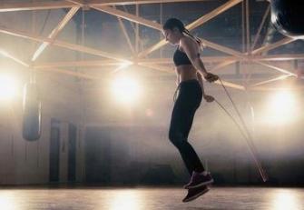 每天坚持跳绳10分钟有什么好处?新手刚开始跳绳训练的时候有哪些注意事项?