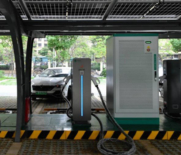 福建首座多站融合超级充电站投入使用 福建首座多站融合超级充电站建成代表着什么