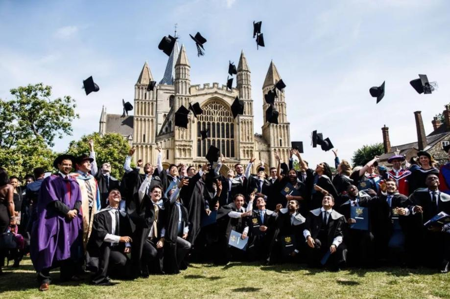 2021年就业前景排名前十的英国大学有哪些?留英选哪个大学未来好就业?