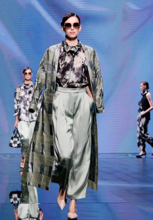 【乔治阿玛尼女装】2021夏季系列乔治阿玛尼女装秀场感觉如何?好看吗?